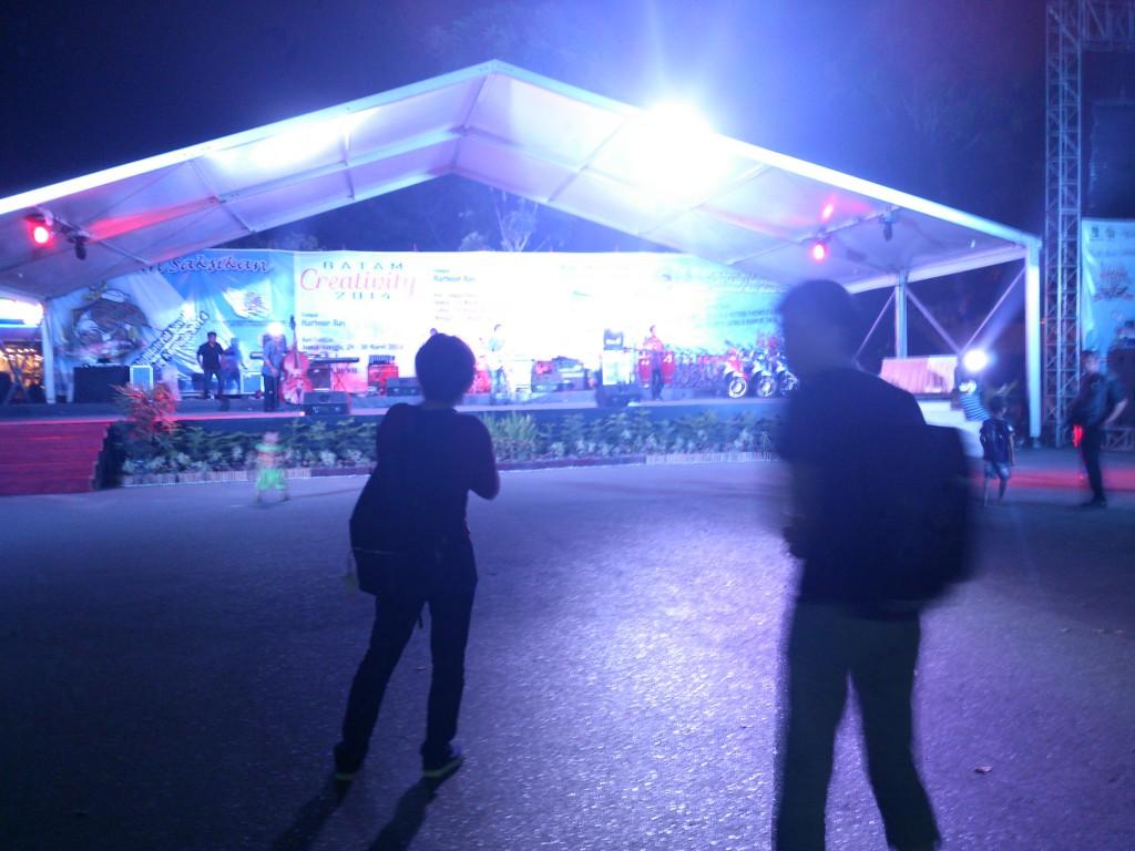 HaborBayフェリー乗り場の駐車場でやってたイベント Batam Creativity 2014